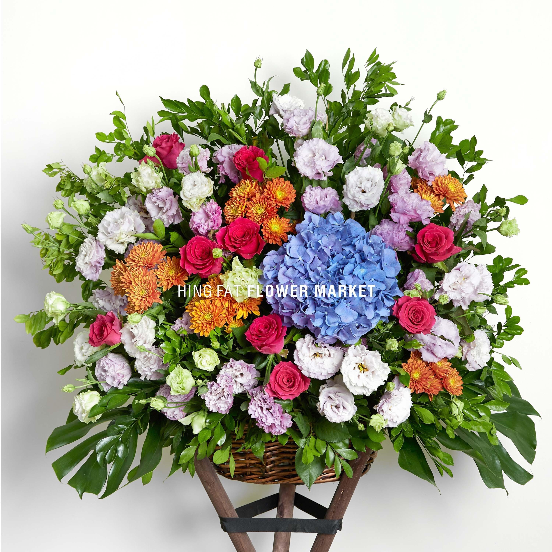 桃紅玫瑰藍繡球花籃