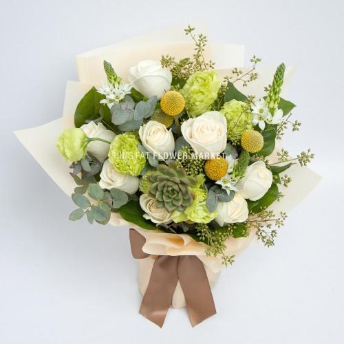 - 米白玫瑰多肉植物花束