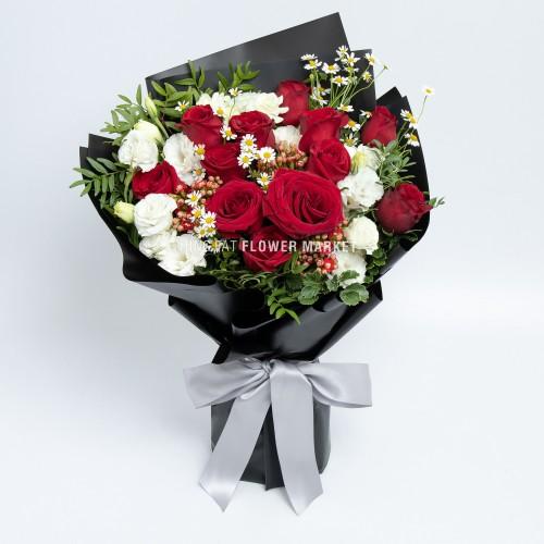 - 紅玫瑰桔梗花束