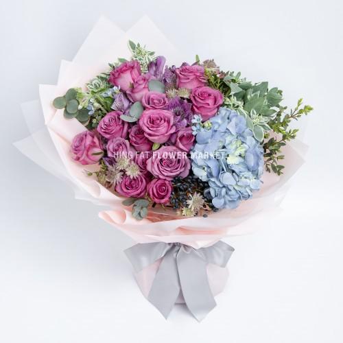 - 藍繡球玫瑰花束