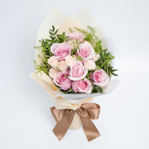- 粉玫瑰花束