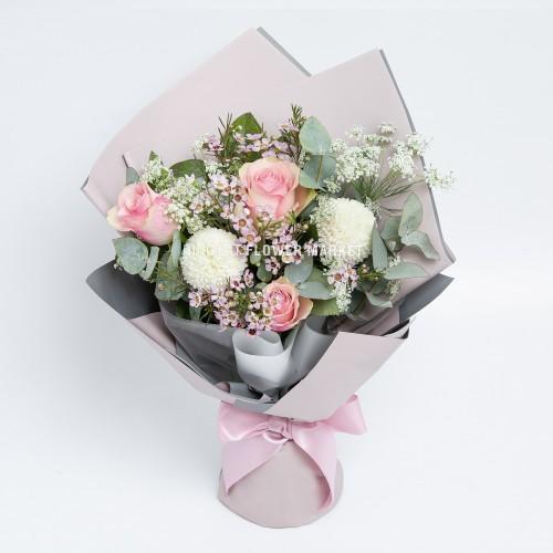 - 粉玫瑰乒乓菊花束