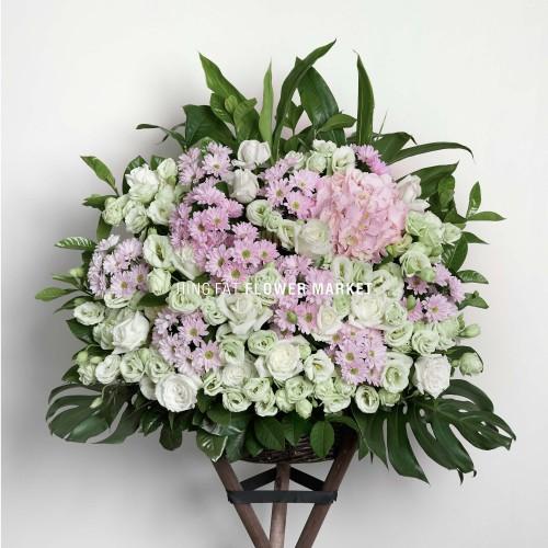 - 白玫瑰綠桔梗花籃