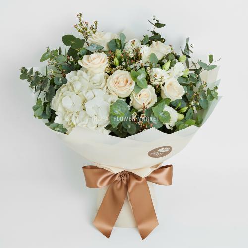 - 白色繡球米玫瑰花束