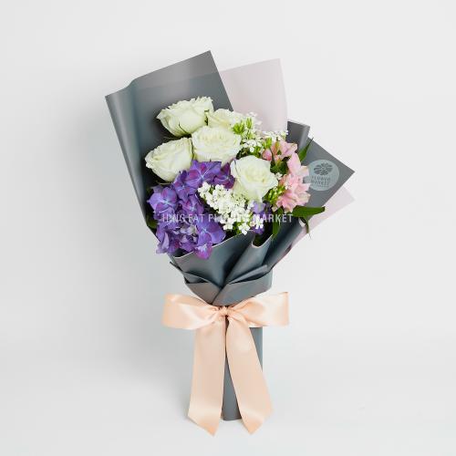 - 紫繡球白玫瑰花束