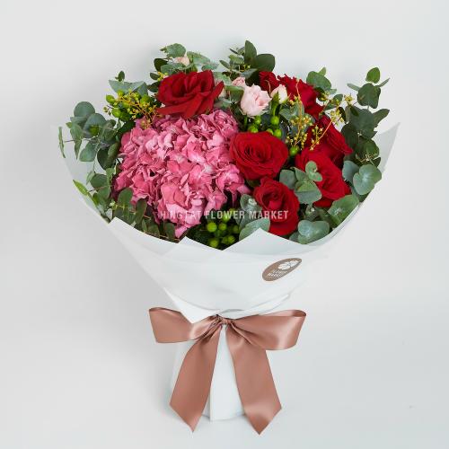 - 桃紅繡球紅玫瑰花束