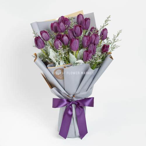 - 紫色鬱金香情人草花束