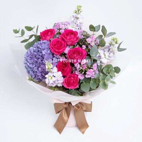 - 紫繡球玫瑰花束